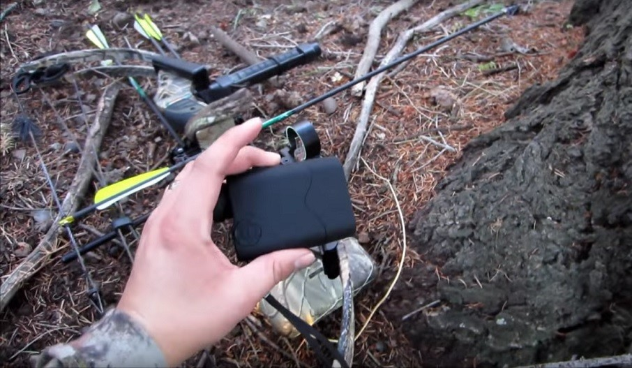 bowhunting_with_rangefinder